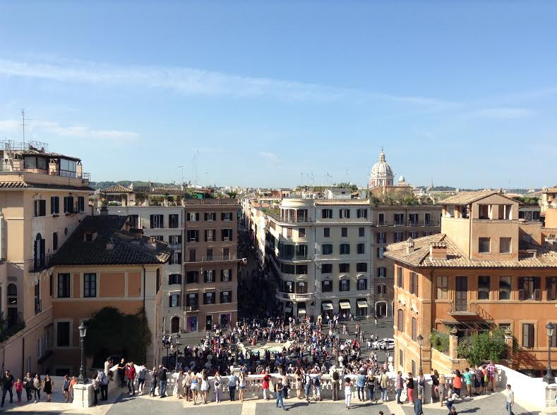 נוף מהמדרגות הספרדיות ברומא - Eat Fly Dress by Yuliah Vine